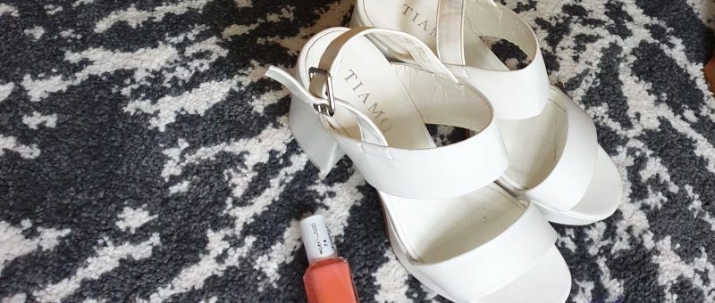 Vita skor med klack